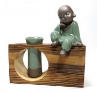 Monge Budista Com Vaso e Suporte
